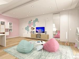 PO PROSTU UROCZO! - Duży biały pastelowy różowy pokój dziecka dla dziewczynki dla malucha, styl skandynawski - zdjęcie od MOTIF