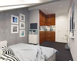METAMORFOZA SYPIALNI - Średnia biała szara sypialnia małżeńska na poddaszu, styl skandynawski - zdjęcie od MOTIF