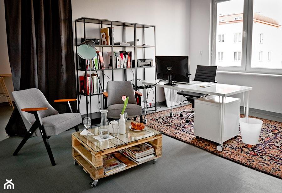 Aranżacje wnętrz - Wnętrza publiczne: Biuro / pracownia w Śródmieściu Gdyni - MAQ Studio | Architektura + Wnętrza. Przeglądaj, dodawaj i zapisuj najlepsze zdjęcia, pomysły i inspiracje designerskie. W bazie mamy już prawie milion fotografii!