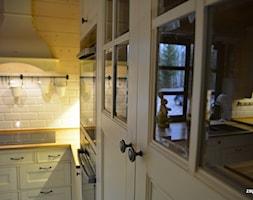 Biała kuchnia w stylu wiejskim. - zdjęcie od KUCHNIE RUSTYKALNE zapert.eu, Marcin Zapert