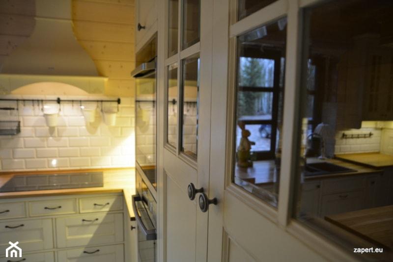 Biała Kuchnia W Stylu Wiejskim Zdjęcie Od Kuchnie