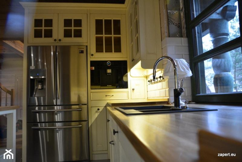 bia�a kuchnia w stylu wiejskim zdjęcie od kuchnie