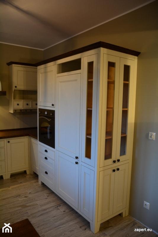 kuchnia sielska wysoka zabudowa z witryn� zdjęcie od