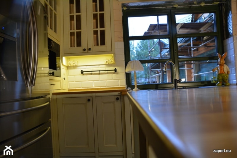 bia�a kuchnia wiejska zdjęcie od kuchnie rustykalne