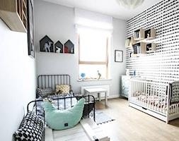 U ASI I SZYMONA - Średni biały szary czarny pokój dziecka dla chłopca dla dziewczynki dla rodzeństwa dla niemowlaka dla malucha, styl skandynawski - zdjęcie od Bogaczewicz Architecture Studio