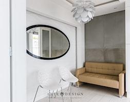 Gabinet dentystyczny w Gdyni - Mały biały szary hol / przedpokój, styl nowoczesny - zdjęcie od Arte Dizain