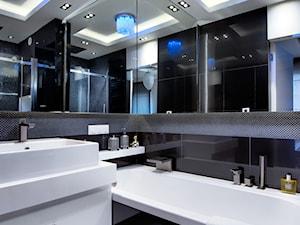 Apartament w Gdańsku - Mała czarna łazienka na poddaszu w bloku w domu jednorodzinnym bez okna, styl nowoczesny - zdjęcie od Arte Dizain