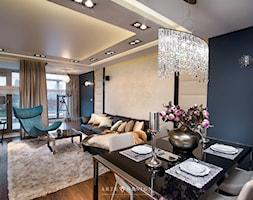 Apartament w Gdańsku - Średni beżowy niebieski salon z jadalnią z tarasem / balkonem, styl glamour - zdjęcie od Arte Dizain