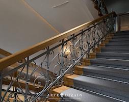 Regionalna Dyrekcja Lasów Państwowych w Gdańsku - Duże szerokie schody trójbiegowe drewniane, styl klasyczny - zdjęcie od Arte Dizain