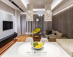 Mieszkanie Nowe Orłowo - Mały biały beżowy salon z kuchnią z jadalnią z tarasem / balkonem, styl nowoczesny - zdjęcie od Arte Dizain