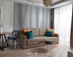 Sopocki pensjonat - Mały biały salon z jadalnią z tarasem / balkonem - zdjęcie od Arte Dizain