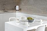 stół z konglomeratu do małej kuchni