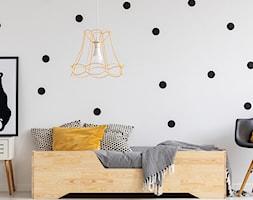 Pokój dziecka w stylu Montessori - Mały biały czarny pokój dziecka dla chłopca dla nastolatka, styl skandynawski - zdjęcie od Selsey.pl