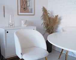 Śnieżnobiałe krzesła - zdjęcie od Selsey.pl - Homebook