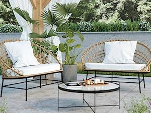 Nowoczesny taras z rattanową sofą ogrodową Sprinkle SELSEY