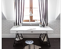 sesja fotograficzna domu pod Warszawą - Biała sypialnia na poddaszu, styl eklektyczny - zdjęcie od BARBELLA INTERIORS ( dawniej 5tud10 architektoniczne)