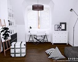 dom dla pary alternatywa - Średnie białe biuro domowe kącik do pracy na poddaszu w pokoju, styl skandynawski - zdjęcie od BARBELLA INTERIORS ( dawniej 5tud10 architektoniczne)