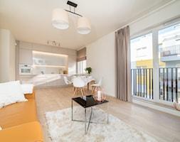 Mieszkania pokazowe Dom Development Wrocław - Mały biały salon z kuchnią z jadalnią - zdjęcie od Dorota Pawlak Interiors