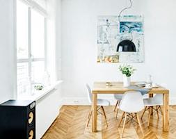 Francja na Powiślu - realizacja - Mała otwarta biała jadalnia jako osobne pomieszczenie, styl eklek ... - zdjęcie od EG projekt - Homebook