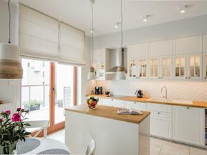 Skandynawski Żoliborz - Średnia otwarta biała kuchnia jednorzędowa w aneksie z wyspą, styl skandynawski - zdjęcie od EG projekt