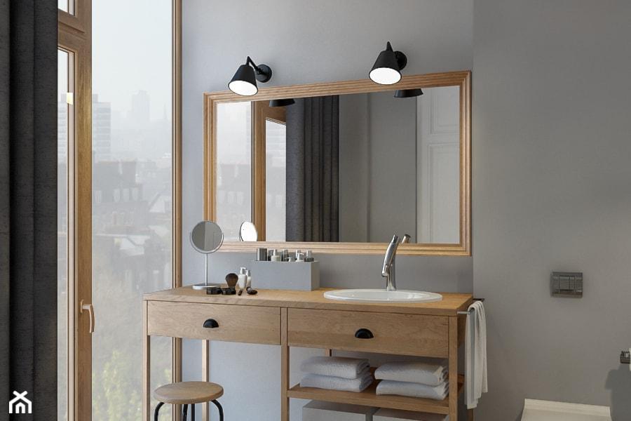 lustro w drewnianej ramie, metalowy kinkiet, szara ściana, grafitowe zasłony