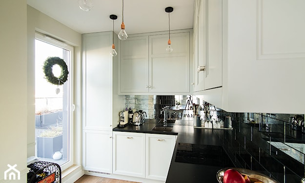 lustrzane kafle w kuchni