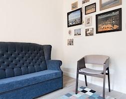 Prostota i Piękno - Małe białe biuro domowe w pokoju, styl eklektyczny - zdjęcie od EG projekt