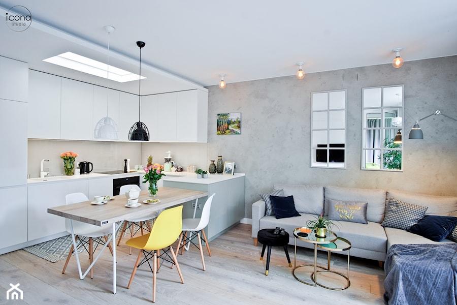 Metamorfoza mieszkania w Piasecznie - Duży szary salon z kuchnią z jadalnią, styl eklektyczny - zdjęcie od Icona Studio