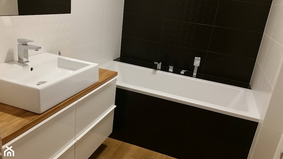 łazienka Biało Czarna Z Drewnem łazienka Styl Nowoczesny