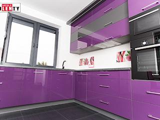 Fiolet i grafit w kuchni.