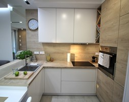 Przytulnie, nowocześnie, klimatycznie - Średnia otwarta biała kuchnia w kształcie litery u, styl nowoczesny - zdjęcie od MK HOME