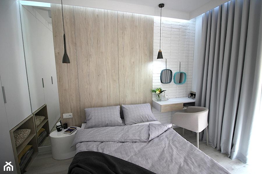 Eleganckie, nowoczesne, jasne mieszkanie w apartamentowcu - Mała biała sypialnia małżeńska, styl nowoczesny - zdjęcie od MK HOME