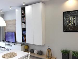 Rodzinne gniazdko, eleganckie i komfortowe - Średni biały salon, styl nowoczesny - zdjęcie od MK HOME