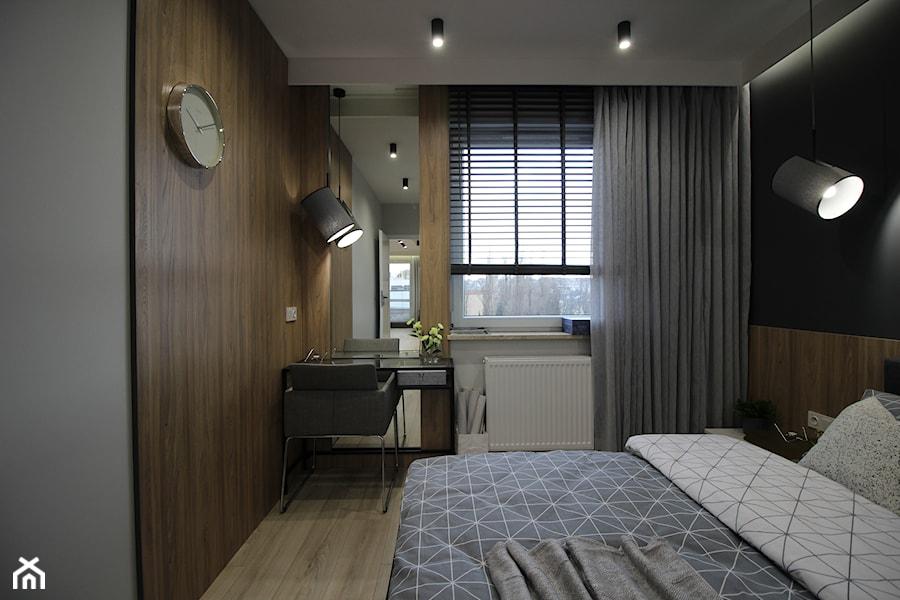 Nowoczesny apartament, 72m2 - Średnia szara czarna sypialnia małżeńska, styl nowoczesny - zdjęcie od MK HOME