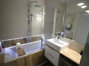 Przytulnie, nowocześnie, klimatycznie - Mała łazienka w bloku w domu jednorodzinnym bez okna, styl nowoczesny - zdjęcie od MK HOME