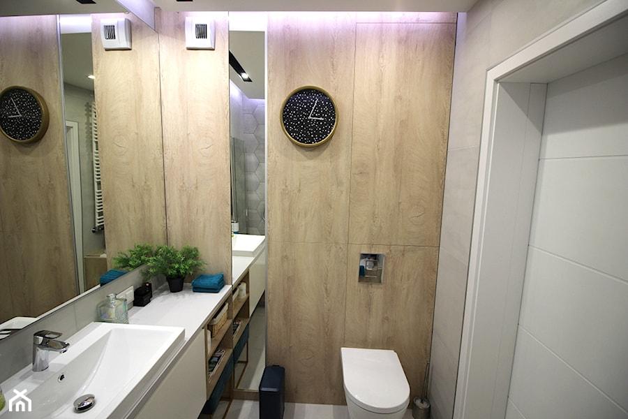 Rodzinne gniazdko, eleganckie i komfortowe - Mała łazienka, styl nowoczesny - zdjęcie od MK HOME