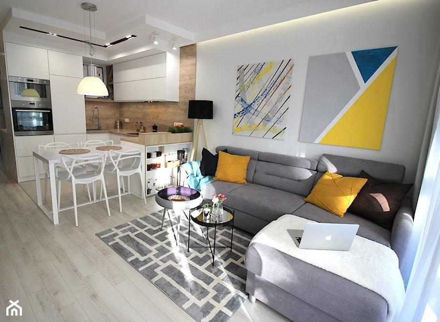 Rodzinne gniazdko, eleganckie i komfortowe - Mały biały salon z kuchnią z jadalnią, styl nowoczesny - zdjęcie od MK HOME