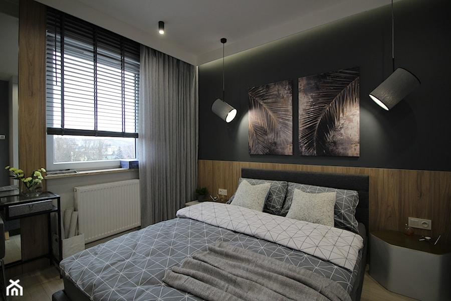 Nowoczesny apartament, 72m2 - Mała szara czarna sypialnia małżeńska, styl nowoczesny - zdjęcie od MK HOME