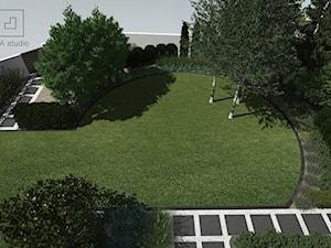 Ogród okrągłym trawnikiem