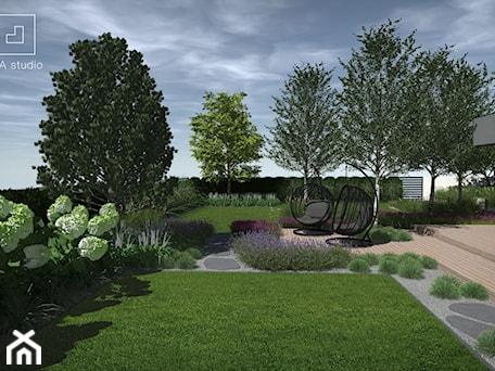 Aranżacje wnętrz - Ogród: Ogród w stylu skandynawskim - MIA studio. Przeglądaj, dodawaj i zapisuj najlepsze zdjęcia, pomysły i inspiracje designerskie. W bazie mamy już prawie milion fotografii!