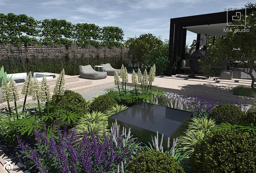 Ogród z altaną i jacuzzi - zdjęcie od MIA studio