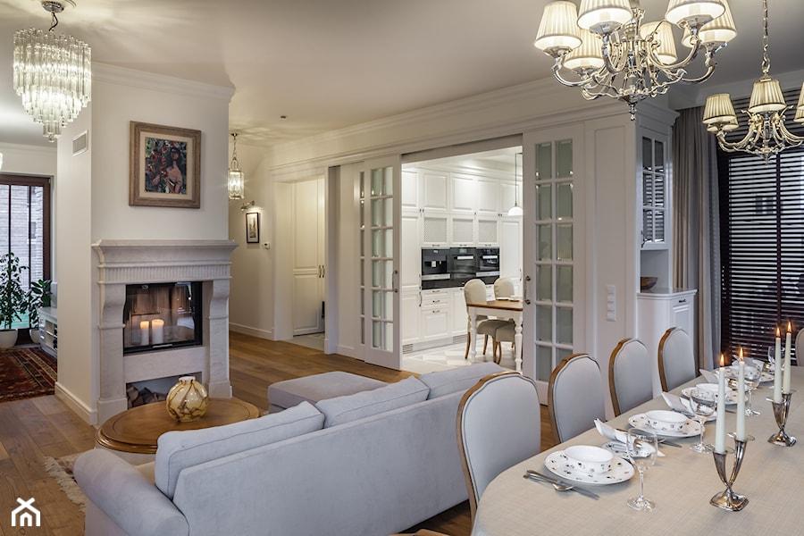 Konstancja 2 - Średni biały salon z kuchnią z jadalnią, styl klasyczny - zdjęcie od architekt Roland Stańczyk   RS Studio Projektowe