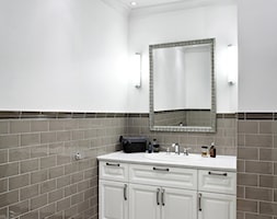 Mokotów Park - Średnia biała szara łazienka bez okna, styl klasyczny - zdjęcie od architekt Roland Stańczyk | RS Studio Projektowe