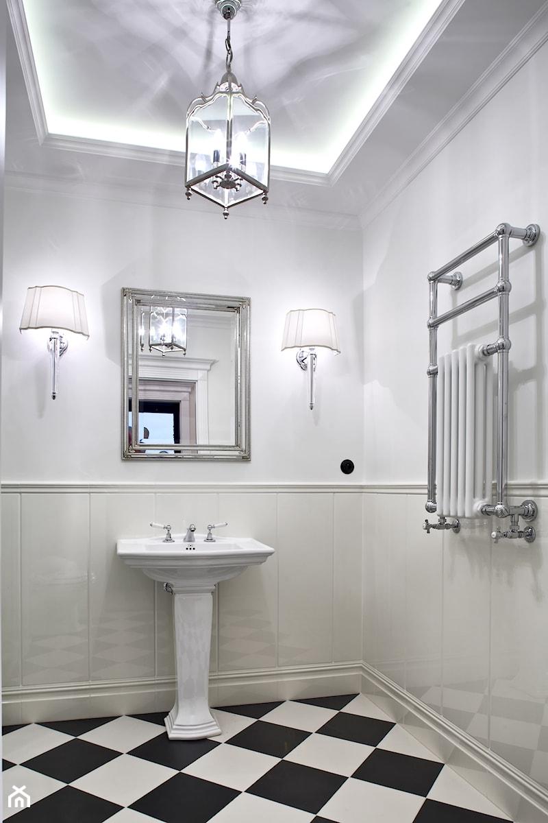 Mokotów Park - Średnia biała łazienka, styl klasyczny - zdjęcie od architekt Roland Stańczyk | RS Studio Projektowe