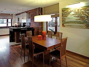 WILANÓW - Średnia otwarta beżowa jadalnia w kuchni, styl nowoczesny - zdjęcie od architekt Roland Stańczyk | RS Studio Projektowe