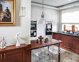 Kuchnia klasyczna - Średnia otwarta beżowa kuchnia w kształcie litery l z oknem, styl eklektyczny - zdjęcie od architekt Roland Stańczyk | RS Studio Projektowe