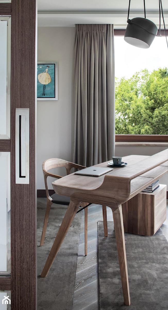 APARTAMENT PRZY PARKU - Małe szare biuro pracownia domowe w pokoju, styl nowoczesny - zdjęcie od architekt Roland Stańczyk | RS Studio Projektowe