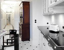 Mokotów Park - Średnia zamknięta biała kuchnia jednorzędowa, styl klasyczny - zdjęcie od architekt Roland Stańczyk | RS Studio Projektowe