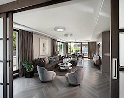 APARTAMENT PRZY PARKU - Duży szary biały salon z jadalnią z tarasem / balkonem, styl nowoczesny - zdjęcie od architekt Roland Stańczyk   RS Studio Projektowe - Homebook
