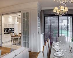 Konstancja 2 - Średni salon z kuchnią z jadalnią, styl klasyczny - zdjęcie od RS Studio Projektowe